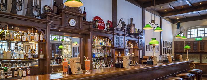 long-bar-at-raffles